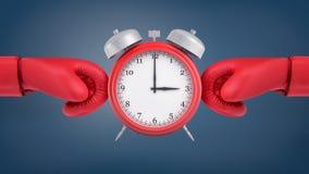 a rendição 3d de um despertador retro vermelho está entre as luvas de encaixotamento vermelhas que cercam o de dois lados Fotografia de Stock
