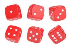 rendição 3d de um grupo de seis dados vermelhos com os pontos brancos que penduram na meia volta que mostra números diferentes Foto de Stock