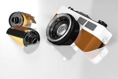 rendição 3d de uma câmera retro do vintage com flutuação dos filmes de rolo Foto de Stock
