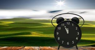 rendição 3d do despertador com minutos pequenos ao cloc do ` de doze o Fotos de Stock