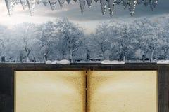 a rendição 3d do livro vazio velho na frente da casa de madeira e scen Foto de Stock Royalty Free