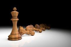 rendição 3D: ilustração de partes de xadrez a xadrez de madeira do rei no centro com xadrez do penhor na parte traseira gota clar Imagens de Stock