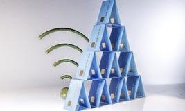 rendição 3d Uma pirâmide de cartões de banco Foto de Stock