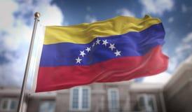 Rendição da bandeira 3D da Venezuela no fundo da construção do céu azul ilustração do vetor