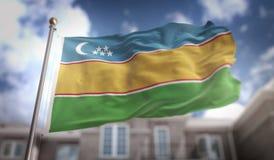 Rendição da bandeira 3D de Karakalpakstan no fundo da construção do céu azul Foto de Stock Royalty Free