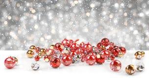 Rendição das quinquilharias 3D do vermelho e do White Christmas Fotografia de Stock Royalty Free