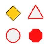 Rendição de quatro sinais de estrada vazios do close-up isolados no fundo branco ilustração stock