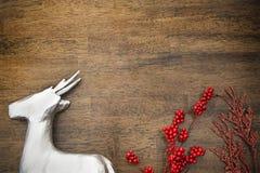 Rendier en rode hulst Stock Afbeelding
