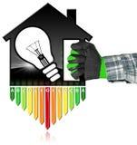 Rendimiento energético - House modelo y bombilla Fotografía de archivo