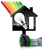 Rendimiento energético - House modelo y bombilla Foto de archivo libre de regalías