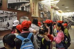 Rendre visite aux étudiants chinois à la salle commémorative Photo stock