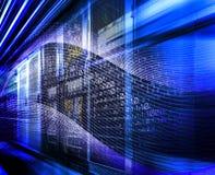 Rendu à grande vitesse futuriste de l'attaque 3D de pirate informatique de données binaires d'ordinateur image libre de droits