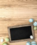 rendu 3d des oeufs de pâques sur le fond en bois Image libre de droits