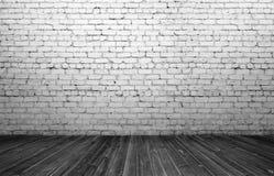 Rendu d'intérieur avec le vieux mur de briques blanc et le plancher en bois Image stock