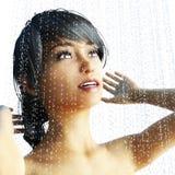 rendu 3D d'une femme dans une douche illustration libre de droits