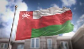 Rendu du drapeau 3D de l'Oman sur le fond de bâtiment de ciel bleu Image stock