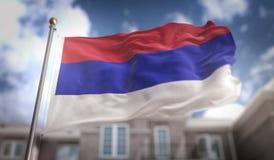 Rendu du drapeau 3D de la République serbe de Bosnie sur le ciel bleu construisant Backgrou Photo libre de droits
