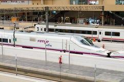 RENFE - AVE prędkości Wysoki pociąg przy Zaragoza Fotografia Stock