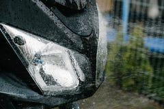 Rengörande svart touristic moped royaltyfri fotografi