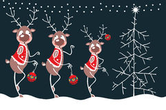 Renna ed albero di Natale allegri Fotografia Stock