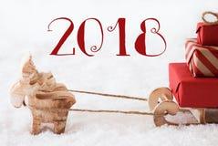 Renne avec le traîneau sur la neige, texte 2018 Photos libres de droits