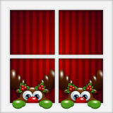 Renne di Natale che guardano dalla finestra Fotografia Stock