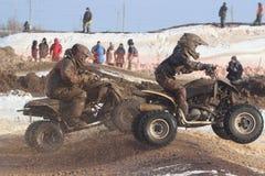 Rennen auf ATVs stockfoto