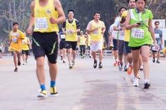Rennen der Marathonläufer im Jahre 2015 Stockfotos