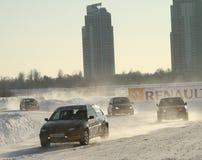 Rennen spielt Za rulyom auf der Eisstraße in Tushino die Hauptrolle Stockfotografie