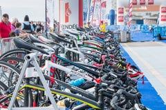 Rennend fiets allen klaar weg te gaan stock fotografie