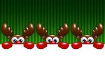 Rennes de bande dessinée de Noël au-dessus du fond vert tenant le blanc Photographie stock libre de droits