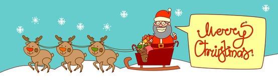 Rennes de Santa Riding In Sledge With, Joyeux Noël et bannière de concept de vacances d'hiver de carte de voeux de bonne année Photographie stock libre de droits