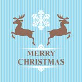 Rennes et flocons de neige de symbole de Noël sur le fond bleu Image libre de droits