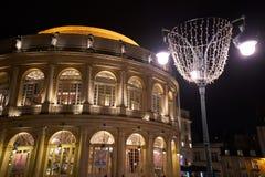 RENNES, FRANCIA - 11 DE NOVIEMBRE 201: El teatro de la ópera en la oscuridad, en re Foto de archivo libre de regalías