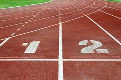 Rennstrecke am Sportstadion Lizenzfreie Stockfotos