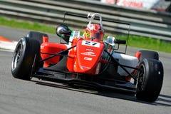 Rennwagen der Formel zwei in der Monza-Rennenspur Stockfotografie