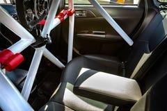 Rennwageninnenraum mit drastischer Beleuchtung Stockbilder