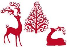 Reno con el árbol de navidad,   Imagen de archivo libre de regalías