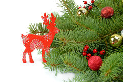 Reno con el árbol de navidad imagen Imágenes de archivo libres de regalías