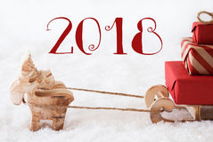 Reno con el trineo en la nieve, texto 2018 Fotos de archivo libres de regalías