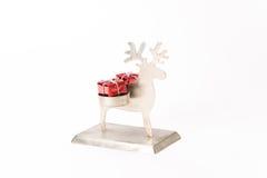 Reno de la Navidad con el regalo Imágenes de archivo libres de regalías