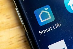 RENO, nanovolt - 16 janvier 2019 : Appli futé d'Android de maison de la vie sur l'écran de galaxie Utilisé pour commander les obj images stock