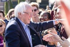 RENO, Nanovolt - 25. Oktober 2018 - lächelndes Weile Bernie Sanderss meeti lizenzfreie stockbilder