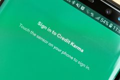 RENO, NV - 16 Januari, 2019: Krediet Karma Android App op het Melkwegscherm Het krediet Karma wordt gebruikt om kredietscore te c royalty-vrije stock fotografie
