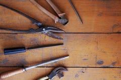 Renovação da ferramenta na madeira do grunge Imagens de Stock