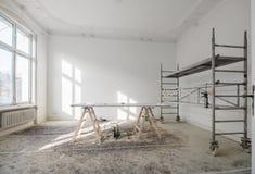 Renovação - plano velho durante a renovação/restauração foto de stock