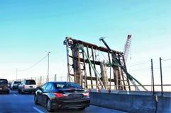 Renovação velha oxidada da estrada da demolição da ponte levadiça Fotografia de Stock