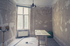Renovación casera, plano viejo durante la renovación Foto de archivo