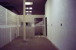 Renovación interior de la partición de la oficina Foto de archivo