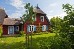 Renovated a couvert le cottage de chaume Image stock
